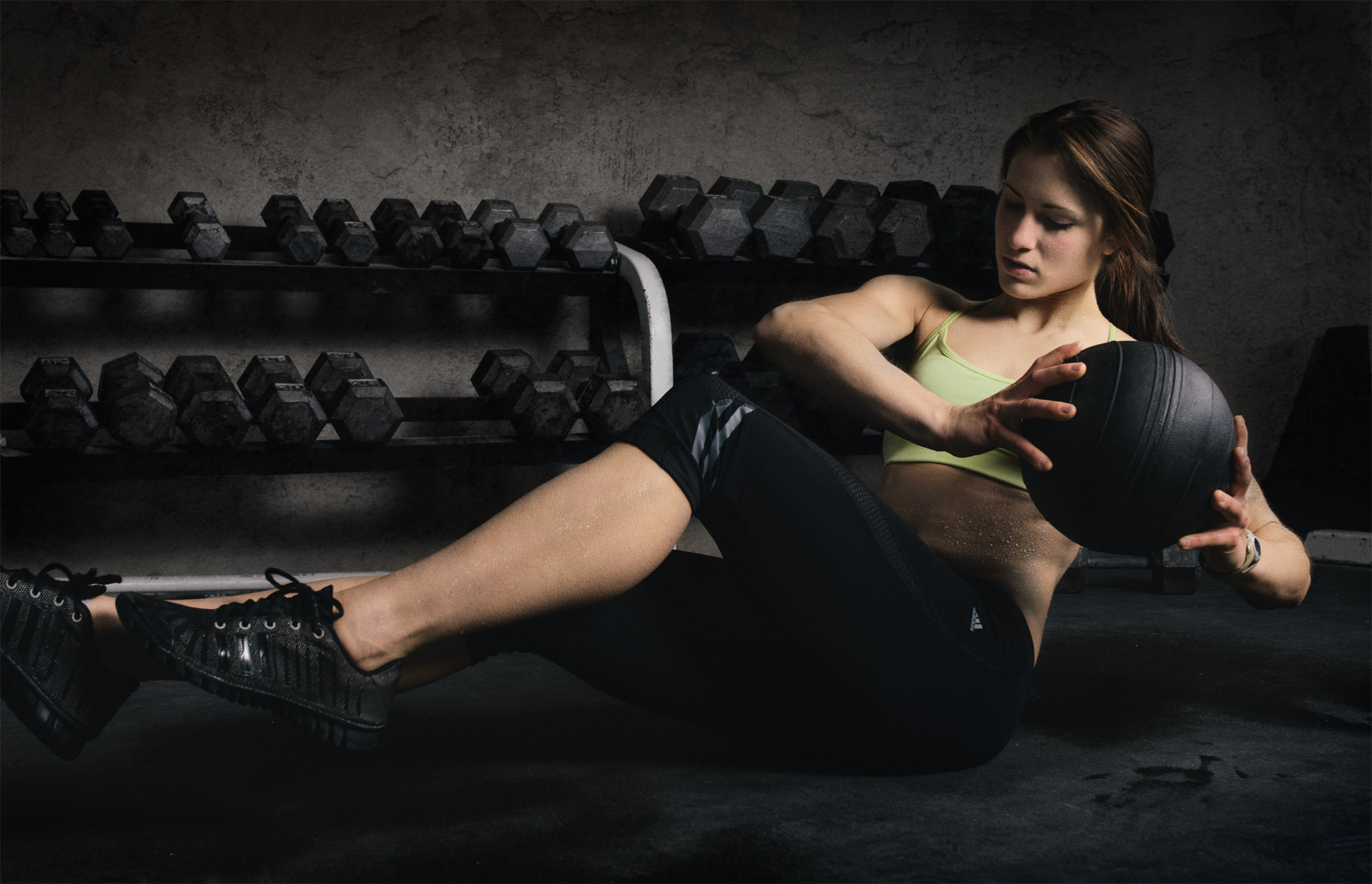 Athletic Woman Core Exercise In Gym | Zach Ancell Photography